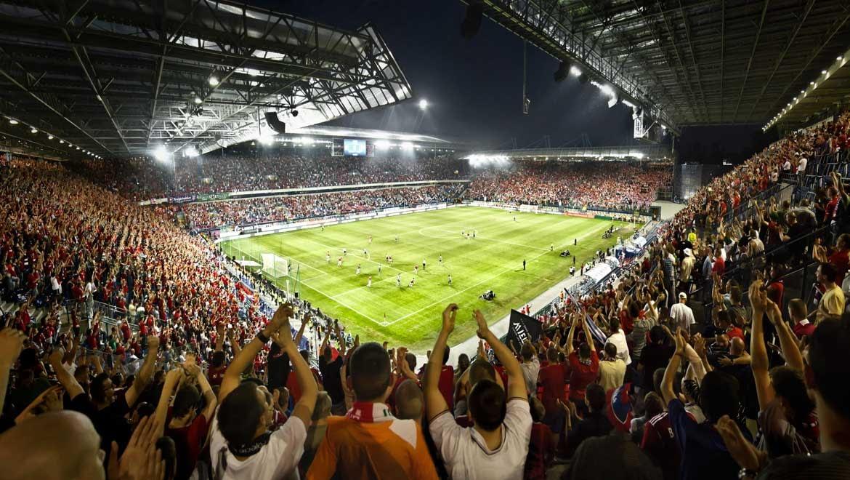 Football stadium full of fans who could be enjoying correct score trading