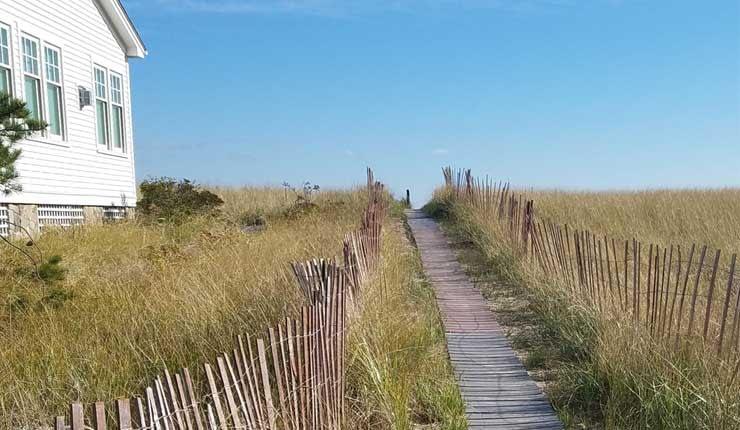 Long grassy beach entrance to Kinney Shore Beach in Maine.